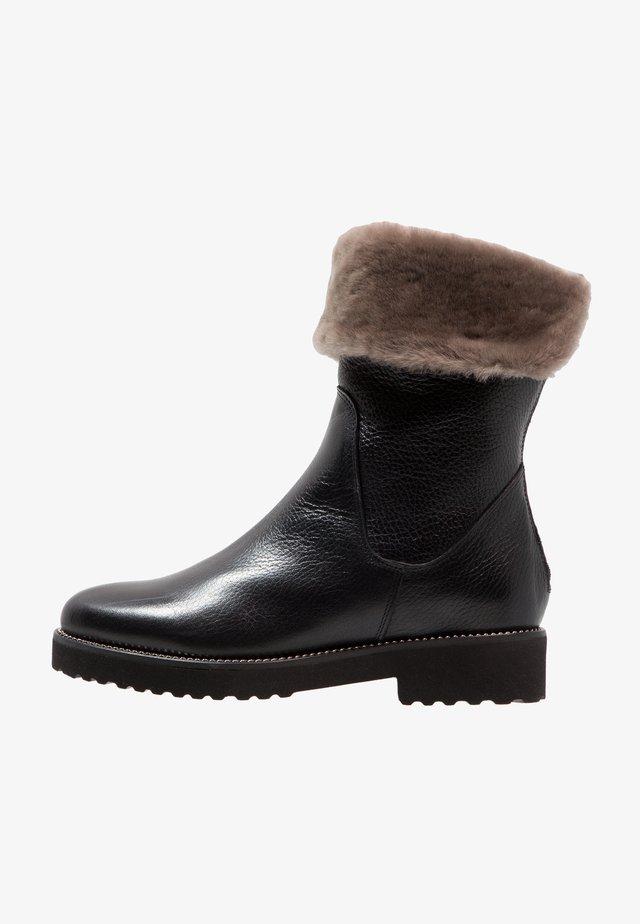 CAPTEN - Winter boots - nero