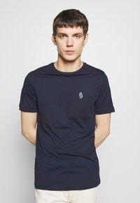 Luke 1977 - JOHNNYS 3 PACK - Basic T-shirt - black/white/navy - 4