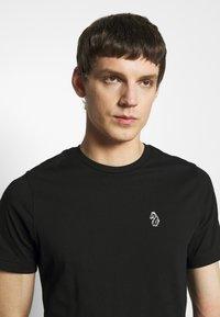 Luke 1977 - JOHNNYS 3 PACK - Basic T-shirt - black/white/navy - 7
