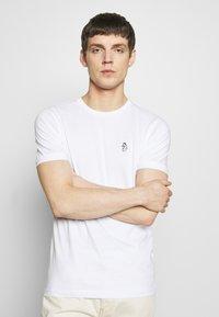 Luke 1977 - JOHNNYS 3 PACK - Basic T-shirt - black/white/navy - 5