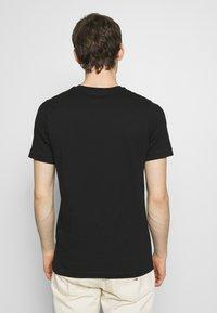 Luke 1977 - JOHNNYS 3 PACK - Basic T-shirt - black/white/navy - 6