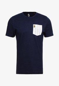 Luke 1977 - GORDEN - T-shirt med print - navy - 4