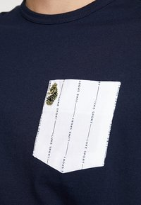 Luke 1977 - GORDEN - T-shirt med print - navy - 5