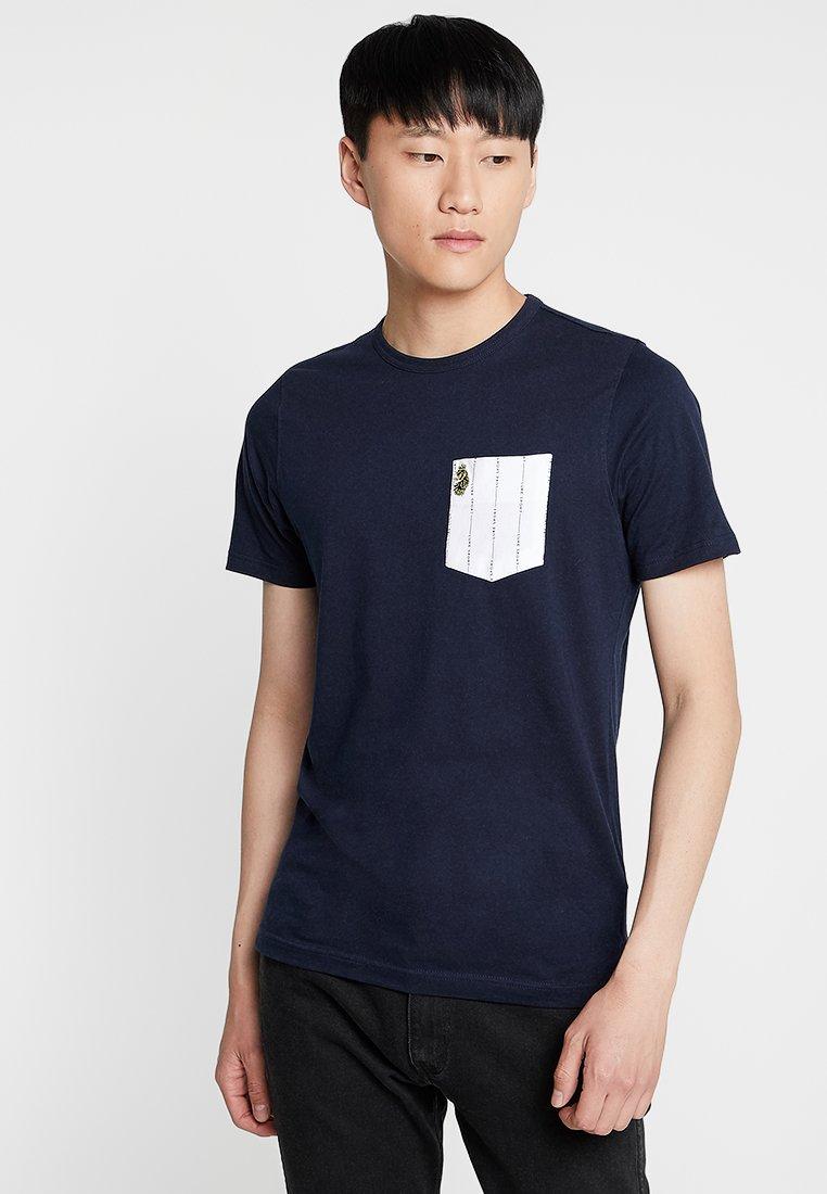 Luke 1977 - GORDEN - T-shirt med print - navy