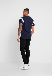 Luke 1977 - TEEDAM - T-shirt med print - navy mix - 2