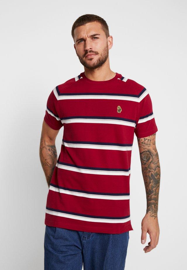 REY - T-shirt med print - rosewood mix