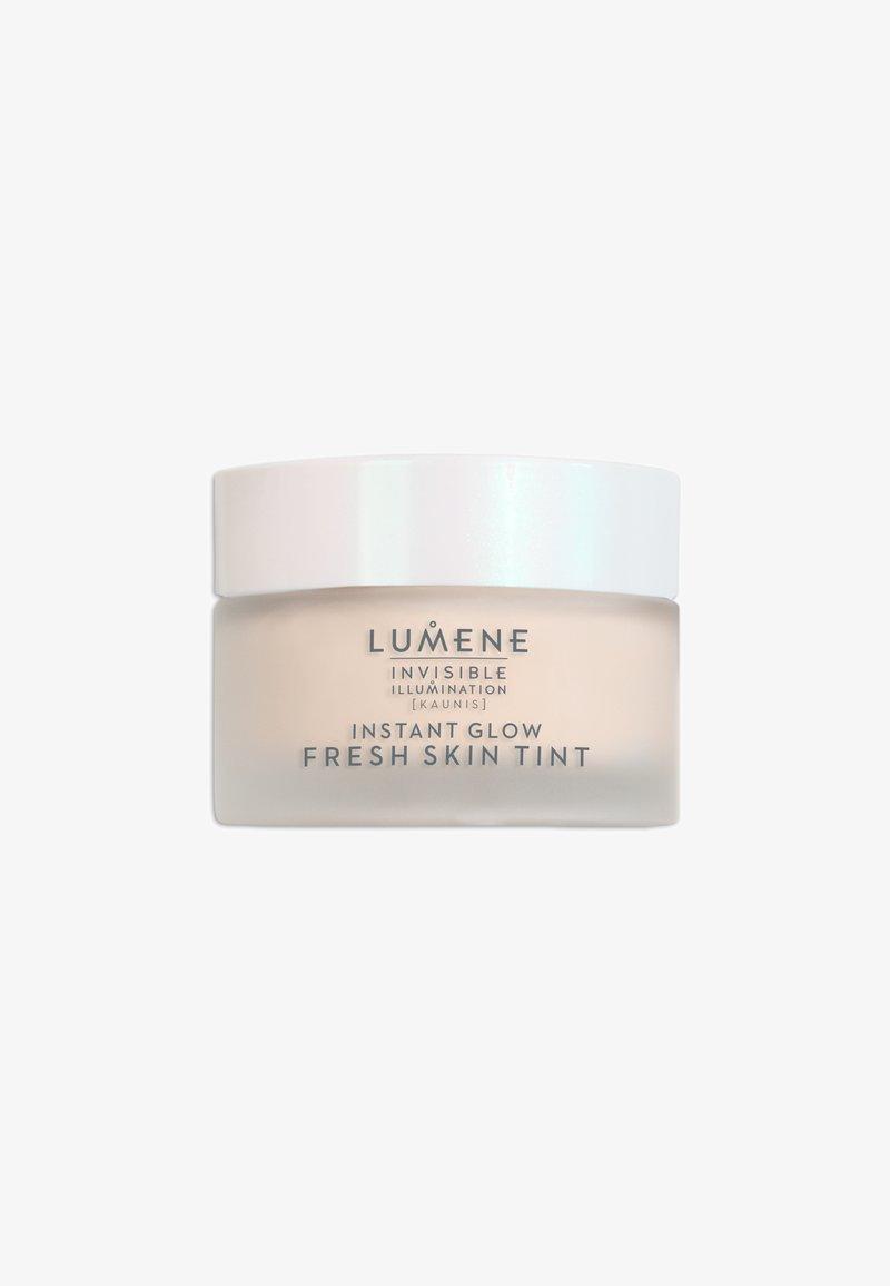 Lumene - INVISIBLE ILLUMINATION [KAUNIS] INSTANT GLOW FRESH SKIN TINT - Getinte dagcrème - universal light