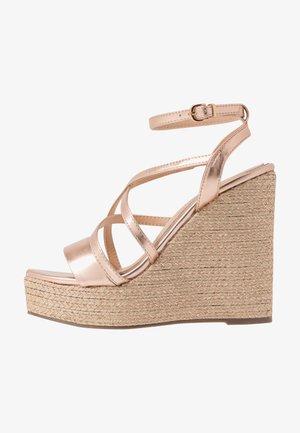 Sandály na vysokém podpatku - rose gold