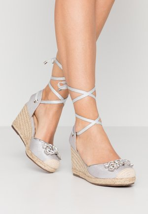 LYRA - Korolliset sandaalit - silver
