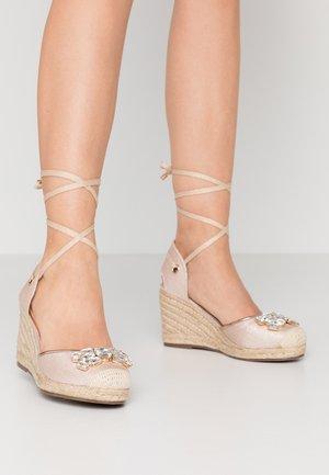 LYRA - Sandály na vysokém podpatku - gold