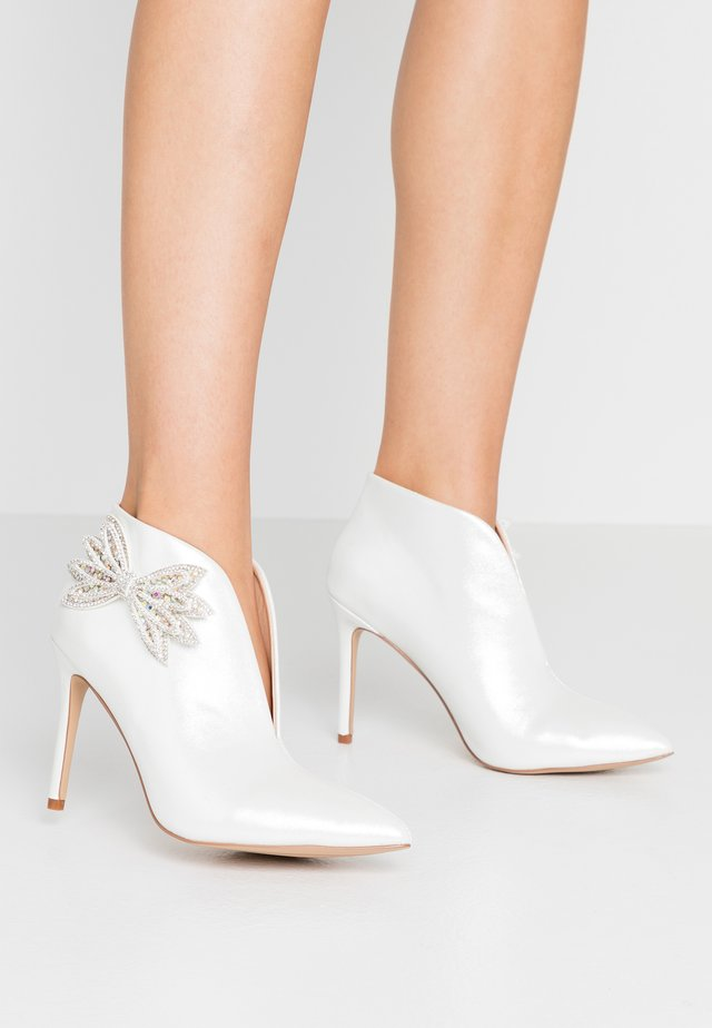 LETICIA - High heeled ankle boots - white