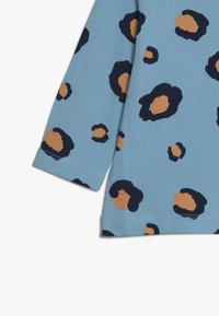 Lucy & Sam - TEES LEOPARD PRINT BABY 2 PACK - Langarmshirt - off white/light blue - 4