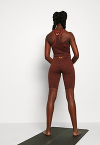 L'urv - VIRTUE SEAMLESS BIKE SHORT - Legging - rust - 2