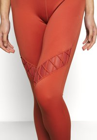 L'urv - GRACEFUL GRAVITY LEGGING - Legging - rust - 4