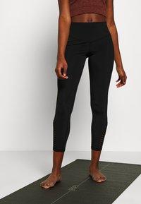 L'urv - PINNACLE LEGGING - Legging - black - 0