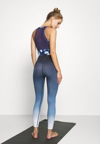 L'urv - DEEP DIVE 7/8 LEGGING - Medias - midnight - 2