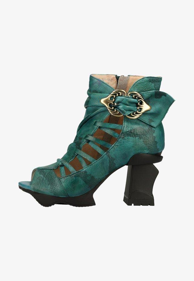 Sandały na obcasie - green