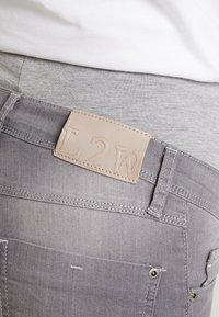 LOVE2WAIT - SOPHIA - Slim fit jeans - grey denim - 4
