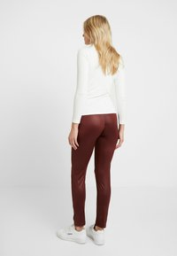 LOVE2WAIT - SHINNY - Legging - bordeaux - 2