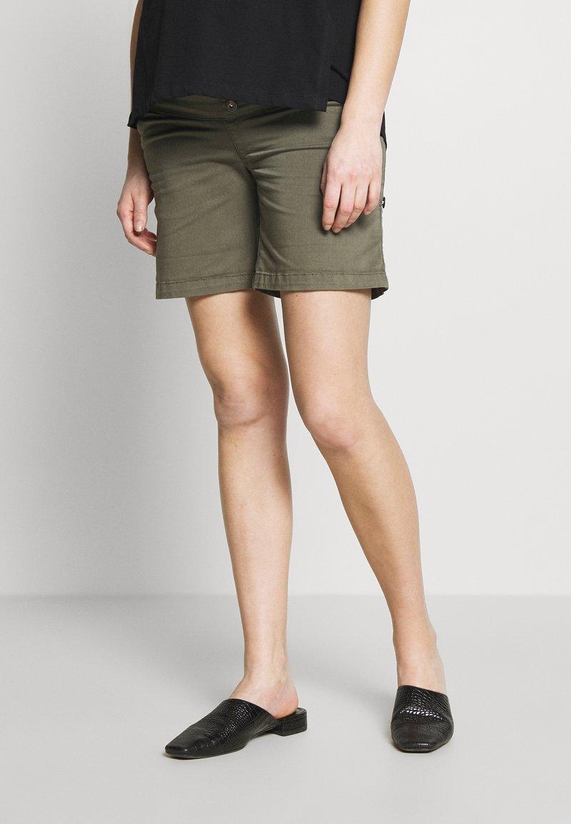 LOVE2WAIT - CARGO - Shorts - green