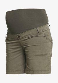 LOVE2WAIT - CARGO - Shorts - green - 4