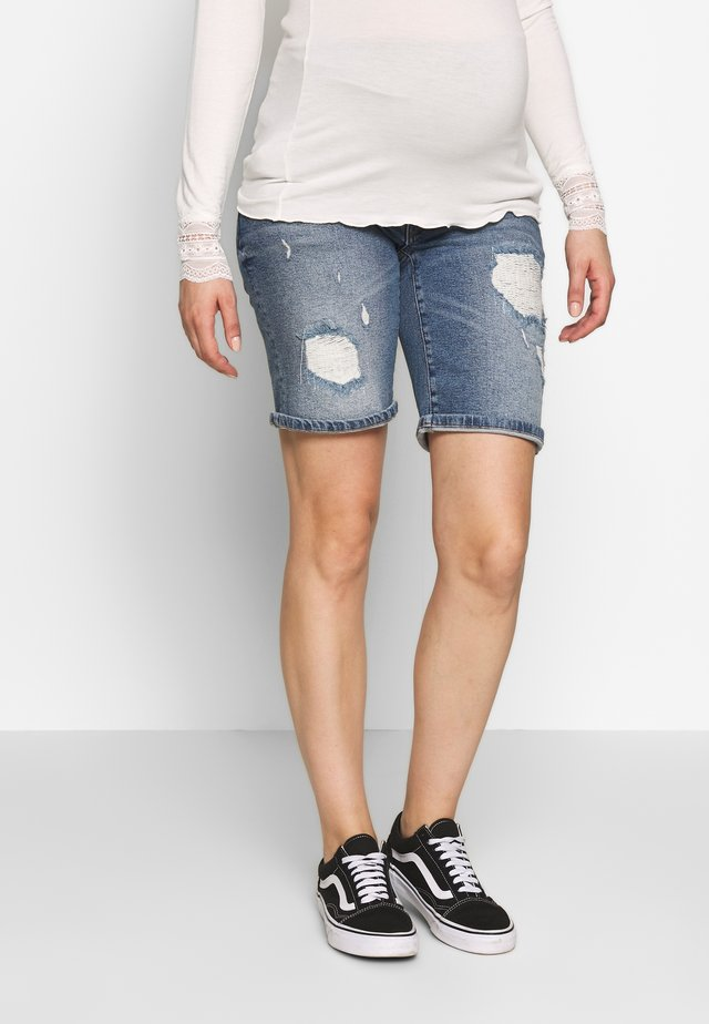 MOMFIT DESTROYED - Szorty jeansowe - stonewash