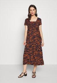 LOVE2WAIT - Sukienka z dżerseju - rusty - 1