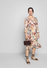 LOVE2WAIT - SHIRTDRESS FLOWERDESSIN - Sukienka letnia - multi-coloured - 1