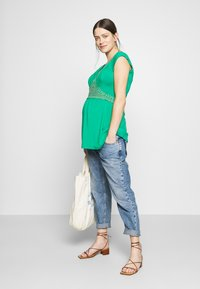 LOVE2WAIT - NURSING CROCHET - Camiseta estampada - green - 1