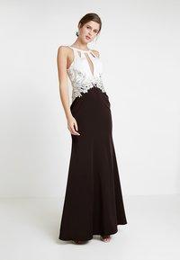 Luxuar Fashion - Ballkjole - schwarz/weiß - 0