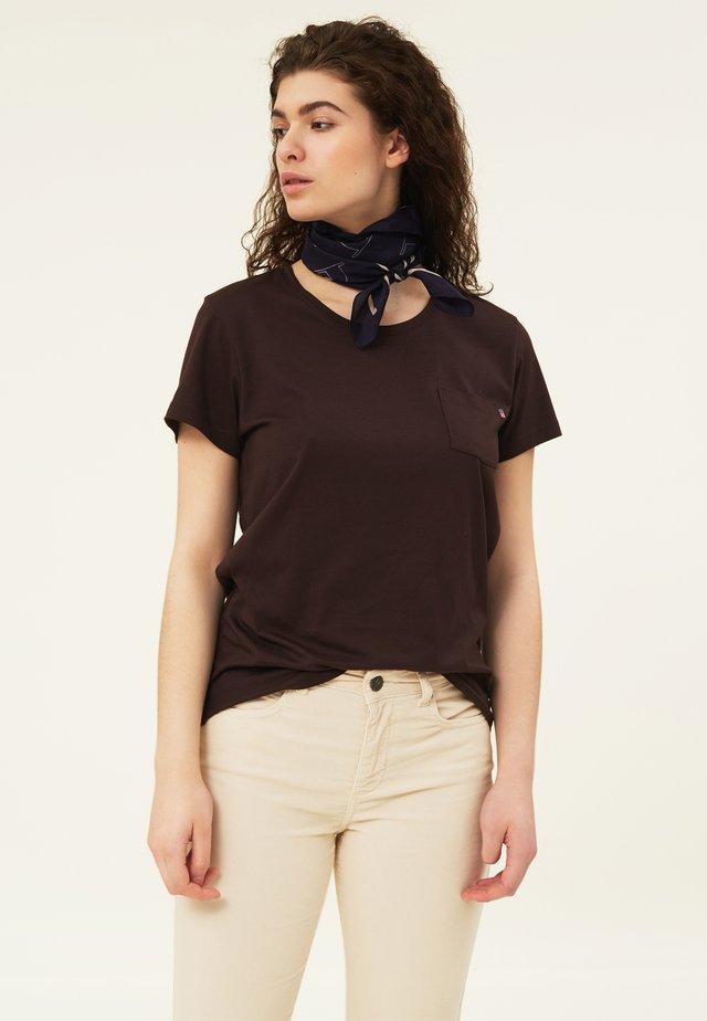 ASHLEY TEE - T-shirts - dark brown