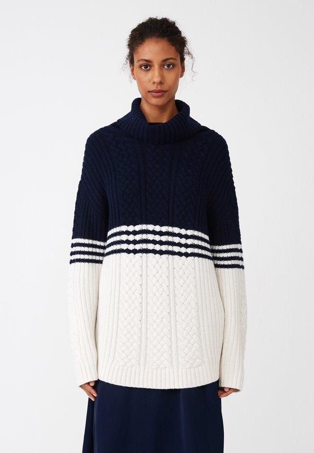 Stickad tröja - blue/white