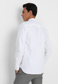 Lyle & Scott - REGULAR FIT  - Skjorte - white - 2