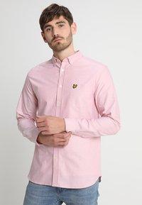 Lyle & Scott - REGULAR FIT  - Skjorta - pink shake - 0