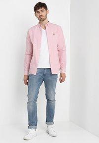 Lyle & Scott - REGULAR FIT  - Skjorta - pink shake - 1