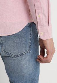 Lyle & Scott - REGULAR FIT  - Skjorta - pink shake - 3