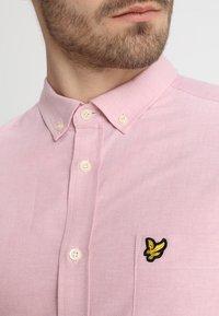 Lyle & Scott - REGULAR FIT  - Skjorta - pink shake - 5