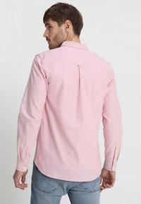 Lyle & Scott - REGULAR FIT  - Skjorta - pink shake - 2