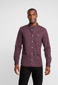 Lyle & Scott - SLIM FIT GINGHAM  - Skjorta - berry/true black - 0