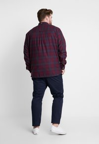 Lyle & Scott - PLUS CHECK - Skjorte - burgundy - 2