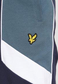 Lyle & Scott - SPLICE TRACKPANT - Teplákové kalhoty - navy - 6