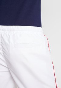 Lyle & Scott - PIPING - Shorts - white - 3