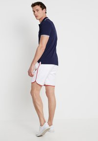 Lyle & Scott - PIPING - Shorts - white - 2