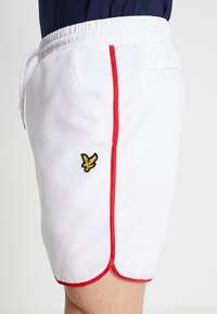 Lyle & Scott - PIPING - Shorts - white - 5