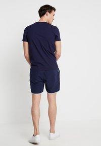 Lyle & Scott - PIPING - Shorts - navy - 2