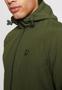 Lyle & Scott - ZIP THROUGH HOODED JACKET - Korte jassen - lichen green - 4