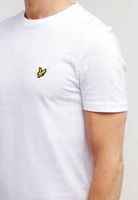Lyle & Scott - T-shirt basique - white - 4