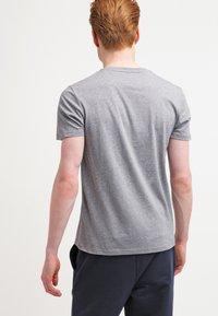 Lyle & Scott - CREW NECK - T-shirt basic - mid grey marl - 2