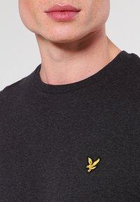 Lyle & Scott - CREW NECK - T-shirt basique - charcoal marl - 3