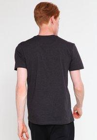 Lyle & Scott - CREW NECK - T-shirt basique - charcoal marl - 2
